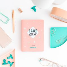 Agenda clásica pequeña 2019-2020 Día visto - Mr. Wonderful #mrwonderfulshop #agendas #notebook #stationery 3d Quilling, Quilling Flowers, Pink Wallpaper, Wallpaper Quotes, School Suplies, Cute Stationary, Confessions Of A Shopaholic, School Accessories, Happy Minds