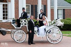 A beautiful bride arriving in a horse drawn carriage at Swan Manor #swanmanor