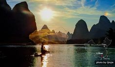 Li River, Guilin  in China must be on your travel bucket list !! It's beauty catches thousands of tourists every year.