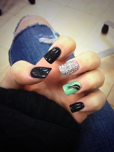 Rock and roll with this black, silver and sea green themed nail art design! Coated in plain black colors, the nails are highlighted by a silver glitter nail and a matte green nail with a black leaf painted over it. Simple but very powerful and pleasing to the eye. If you are a fan of minimalist designs then you can go for this nail fashion trend.