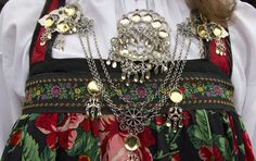 Magasin for Bunad og Folkedrakt Folk Costume, Costumes, Nice Things, Gucci, Shoulder Bag, Traditional, Jewelry, Fashion, Moda