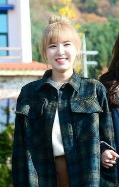 her smile brings me joy. (her smile seduces JOY😂) Seulgi, Kpop Girl Groups, Korean Girl Groups, Kpop Girls, Wendy Red Velvet, Red Velvet Irene, Female Stars, Gorgeous Women, Beautiful