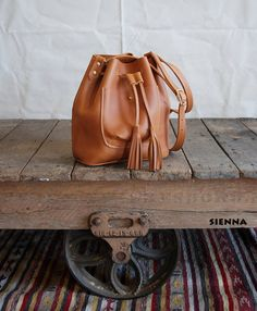 Leather Bucket Bag Leather drawstring purse by BuboHandmade Fashion Handbags, Purses And Handbags, Leather Handbags, Leather Bags, Crea Cuir, Handbag Stores, Handmade Handbags, Small Leather Goods, Luxury Bags