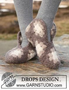 """Felted and crochet DROPS slippers made up of squares in """"Eskimo"""". Crochet Stitches Patterns, Knitting Patterns Free, Free Knitting, Free Crochet, Stitch Patterns, Drops Design, Chrochet, Make And Sell, Cuddles"""