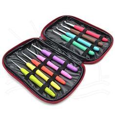 Kit Agulhas de Crochê Soft Círculo  news777   Contém: 9 agulhas (2 / 2,5 / 3 / 3,5 / 4 / 4,5 / 5 / 5,5 / 6mm)  Agulha em Alumínio com cabo emborrachado, proporcionando uma pegada fácil e confortável. Possui cores brilhantes e divertidas!    Acompanha um lindo estojo com zíper para armazenar suas agulhas    Fabricante:  Círculo