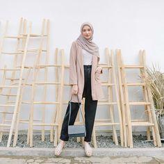 Source by taraeksiputri outfits hijab Blazer Outfits Casual, Hijab Style, Casual Hijab Outfit, Hijab Chic, Simple Outfits, Ootd Hijab, Muslim Fashion, Ootd Fashion, Fashion Outfits
