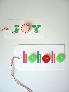 Make handmade gift tags and add a personal touch to carefully wrapped gifts. The roundup of DIY Gift tags here is not just time-saving, but exciting as well. Gift Wrapping Bows, Christmas Gift Wrapping, Christmas Tag, Wrapping Ideas, Diy Papier, Candy Cards, Holiday Crafts, Diy Gifts, Handmade Gifts