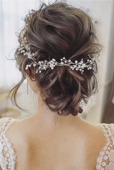I know Its too much confusing to choose the best bridesmaid hairstyles. here I have tried to show 19 wedding hairstyles for you, find The best one for you. You will get here some super classic bridesmaid hairstyle. Rustic Wedding Hairstyles, Bride Hairstyles, Long Hairstyles, Headband Hairstyles, Brunette Wedding Hairstyles, Gorgeous Hairstyles, Updo Hairstyle, Wedding Makeup Tips, Wedding Beauty