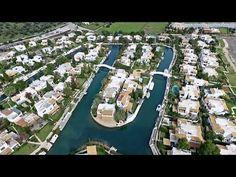 Κανάλια, βίλες «χαμένες» στο πράσινο, μ&epsilon...