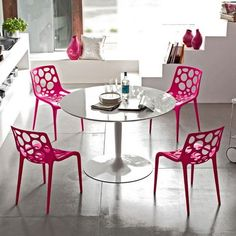 Round Kitchen Table And Pink Chairs Small Round Kitchen Table, Round Dining Table, Kitchen Table Chairs, Table And Chairs, Mid Century Modern Living Room, Contemporary Dining Chairs, Outdoor Furniture Sets, Outdoor Decor, Küchen Design