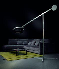 Pujol Iluminación, fabricante líder en el sector, presenta Compass, una gran lámpara de pie que ilumina espacios amplios de una manera única.