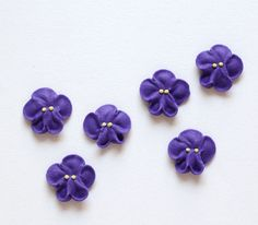 These sweet purple violets are the perfect cupcake decorations for a wedding or baby shower! Lovely on either cakes or cupcakes, these violets are made of royal icing and are edible. Measures: about 3
