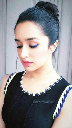 Hi miss sk link sand kr dan friend Beautiful Bollywood Actress, Most Beautiful Indian Actress, Beautiful Actresses, Bollywood Photos, Bollywood Stars, Bollywood Fashion, Indian Celebrities, Bollywood Celebrities, Shraddha Kapoor Cute