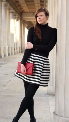 Dream of Paris. schwarz-weiß gestreifter Rock von H&M. schwarzer Rollkragenpullover. Rote Lippen. schwarze Pumps. Outfit Inspiration. justmyself. rote clutch #streifen #rock #schwarzundweiß #black #white #brownhair #braunehaare #langehaare #smile #happygirl #fashion #brownhair #mode #streetstyle #blogger #fashionblogger #modeblogger #inspiration #red #roteclutch #clutch #redclutch #dreamofparis #paris #parisstyle