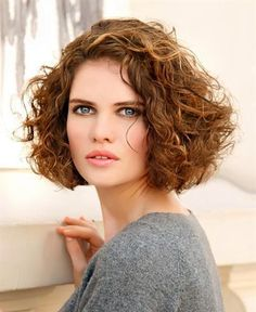 Medium Curly Haircuts, Curly Pixie Hairstyles, Bob Haircut Curly, Haircut For Thick Hair, Curly Hair Cuts, Short Curly Hair, Pretty Hairstyles, Short Hair Cuts, Curly Hair Styles