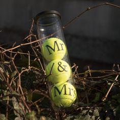 Teniszlabda felirattal