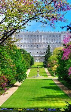 Palacio Real de #Madrid desde los jardines del Campo del Moro.