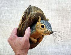 Eichhörnchen-Holzschnitzerei Hand geschnitzt von Mike Berlin