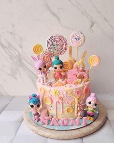 Mini Mouse Birthday Cake, Little Mermaid Birthday Cake, Doll Birthday Cake, Funny Birthday Cakes, Birthday Snacks, Bolo Sofia, Waffle Ice Cream Sandwich, Lol Doll Cake, Doll Party