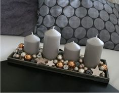 Christmas candle-lit compositions that you can make with your own hands. Christmas Candle Lights, Rose Gold Christmas Decorations, Christmas Advent Wreath, Christmas Vases, Christmas Mood, Elegant Christmas, Christmas Centerpieces, Christmas Inspiration, Candelabra
