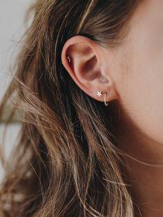 Trending Ear Piercing ideas for women. Ear Piercing Ideas and Piercing Unique Ear. Ear piercings can make you look totally different from the rest. Simple Earrings, Cute Earrings, Bridal Earrings, Beautiful Earrings, Crystal Earrings, Gold Earrings, Gold Bracelets, Dainty Earrings, Little Hoop Earrings