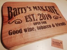 #naambord #mancave #graveren, #hout, #kado, #gifts, #naaminhout, #wine, #tobacco, #friends Wine, Bbq Grill, Chilling, Bamboo Cutting Board, Gifts, Bar Grill, Presents, Barbecue, Favors