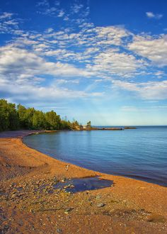 ✮ A scenic beach along the Minnesota North Shore on Lake Superior