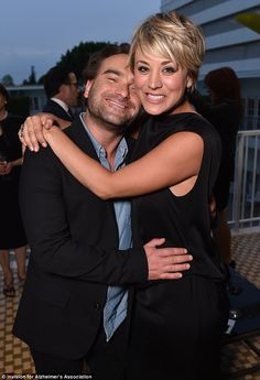 "Big Bang Theory exes-turned-pals Johnny Galecki and Kaley Cuoco-Sweeting shared a nice moment at the Beverly Hilton hotel, where they attended the annual ""A Night at Sardi's"" benefit for the Alzheimer' The Big Bang Therory, The Big Theory, Sweet Hug, Johnny Galecki, Nerd, Kaley Cuoco, Charity Event, Female Stars, Bffs"