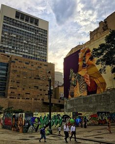 Em destaque o mural de @inti_cl  @alexis_diaz para o @o.bra festival  Criação e curadoria de @instagrafite  Aqui na Av. São João 239 Vale do Anhangabaú São Paulo - Brasil. by klebernarvaes