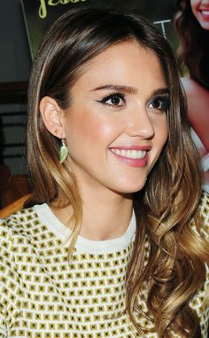 Love her hair and makeup #JessicaAlba