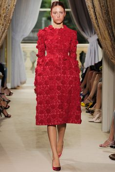 http://www.style.com/slideshows/fashion-shows/fall-2012-couture/giambattista-valli/collection/6