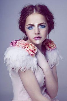 Rose e piume della spalla pezzi ali di piuma floreale, ali bianche, cigno bianco, parti della spalla rosa