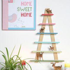 Peindre son étagère sapin Decoration, Sweet Home, Christmas Ornaments, Holiday Decor, Frame, Home Decor, Pastel Colors, Advent Calendar, Fir Tree