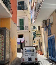 European Summer, Italian Summer, Summer Aesthetic, Aesthetic Photo, Europe Holidays, Living In Italy, Summer Dream, Northern Italy, Dream Life