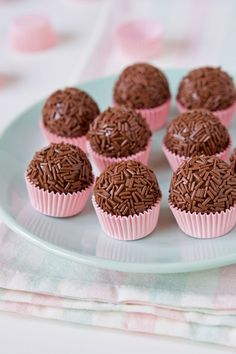 Chocolate Diy, Food Wishes, Food Garnishes, Dessert Recipes, Desserts, Confectionery, Food Styling, Food Inspiration, Sweet Recipes