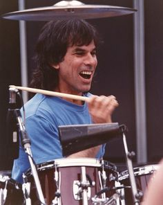 Mickey Hart, percussionist/drummer/musicologist and member of The Grateful Dead turns 71 today - he was born in Grateful Dead Shows, Grateful Dead Music, Dead Pictures, Dead Pics, Mickey Hart, Country Videos, The Warlocks, Words To Use, Forever Grateful