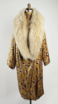 "Vintage Fashion ""VanderBiltmore Style"": Ladies Evening Coat, Date: Culture: probably American Medium: metallic thread, silk, fur. 20s Fashion, Fashion Mode, Art Deco Fashion, Fashion History, Retro Fashion, Vintage Fashion, Vintage Beauty, Fashion Design, Vintage Glam"