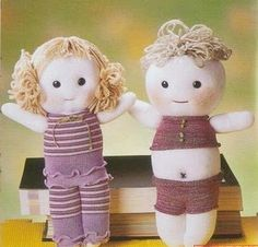 sock baby tutorial how cute are these? Sock Dolls, Felt Dolls, Doll Toys, Sock Crafts, Fabric Crafts, Sock Animals, Sewing Toys, Soft Sculpture, Diy Doll