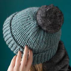 DIY Knit Hat with Fur Pom Pom (Beginner's Video Tutorial)