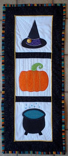 Free pattern: Witchy wall hanging