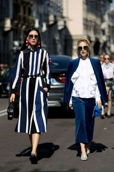 Milan Fashion Week Street Style: Day the one on the left Estilo Fashion, Fashion Mode, Fashion Outfits, Womens Fashion, Fashion Trends, Milan Fashion, Fashion Boots, Fashion 2017, Street Fashion