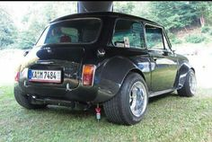WIDE has some cool pic too extreme-modified. Mini Cooper S, Mini Cooper Classic, Classic Mini, Classic Cars, Audi, Bmw, Porsche, Rat Rods, Mini Clubman