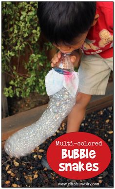 So cool! Learn how to make multi-colored bubble snakes | Bubble activities | Outdoor activities | Summer activities | Summer bubbles | Bubble fun #bubbles #giftofcuriosity || Gift of Curiosity