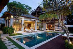 Book Karma Jimbaran: 5 star Jimbaran resort in Bali. Modern Tropical House, Tropical House Design, Kerala House Design, Tropical Houses, Dream House Exterior, Dream House Plans, Bali Style Home, Wooden House Design, Pool House Designs