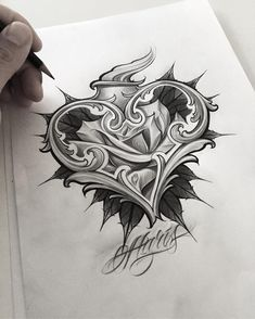 Leven tatoeages, schedeltatoeages, handtatoeages, letter s tattoo, hart slo Hand Tattoos, Skull Tattoos, Rose Tattoos, Body Art Tattoos, Sleeve Tattoos, Tattoo Design Drawings, Heart Tattoo Designs, Tattoo Sketches, Desenho New School