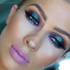 """Iridescent metallic makeup look. Reminds me of the """" futuristic """" early Iridescent metallic makeup look. Reminds me of the """" futuristic """" early :]. Matte lavender purple / pink lipstick - Das schönste Make-up Teal Makeup, Metallic Makeup, Makeup Inspo, Makeup Inspiration, Makeup Tips, Beauty Makeup, Makeup Art, Metallic Pink, Make Up Looks"""