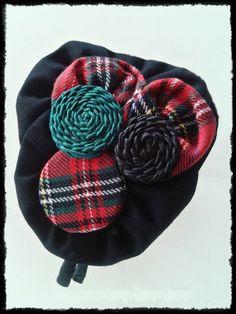 Tocado Diadema forrada en tonos negros y cuadros escoceses de inspiración vintage. Pieza única, hecha a mano