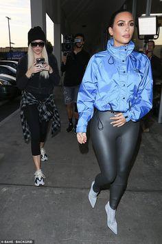 Kim and Khloe Kardashian hit pet store Kris Jenner, Kendall Jenner, Kylie, Khloe Kardashian, Estilo Kardashian, Curvy Outfits, Mode Outfits, Chic Outfits, Dope Fashion