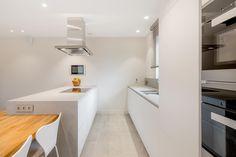 Ostrůvkový odsavač Novy Flat'line se štěrbinovým odsáváním. Fritz Hansen, Bathtub, Bathroom, Bose, Modern, Kitchen, Projects, Design, Desk
