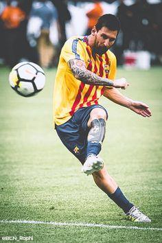 Lio Messi on fire! Cr7 Vs Messi, Messi Soccer, Cristiano Ronaldo Lionel Messi, Messi 10, Soccer Sports, Soccer Tips, Nike Soccer, Soccer Cleats, Lionel Messi Barcelona